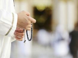 Запрет на общение и вступление в споры с теми, кто отходит от Шариата