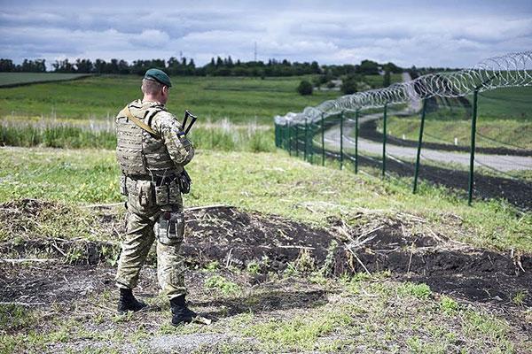 Украина строит границу с Россией. И забор, как от бешеных собак
